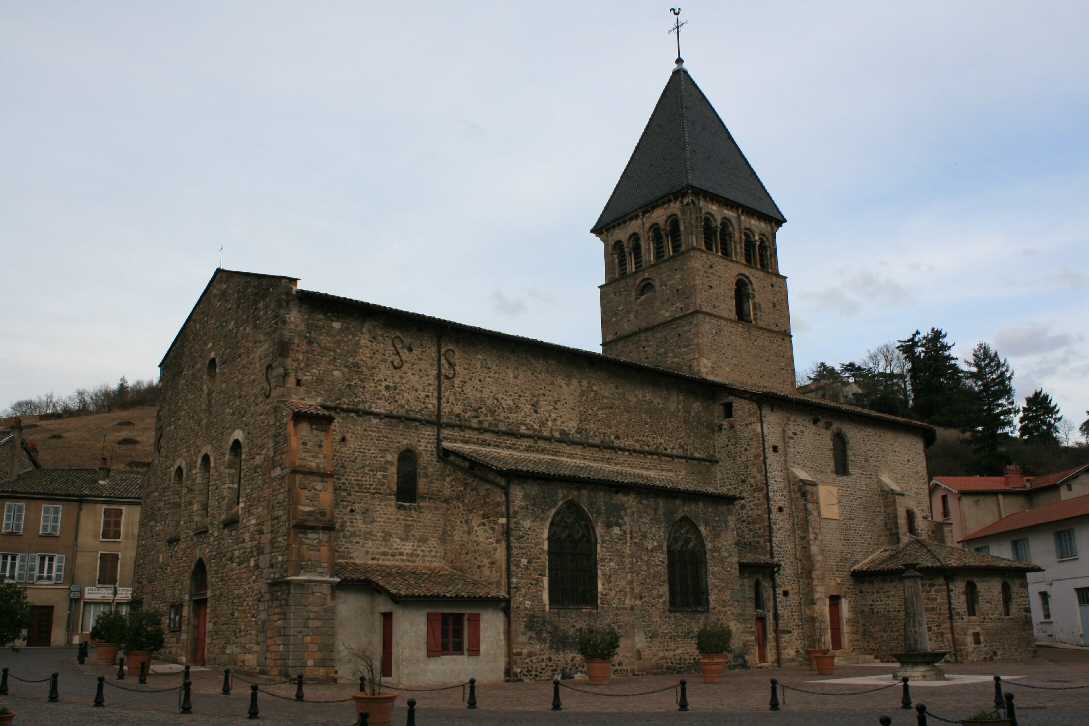 69018 Beaujeu-église.jpg