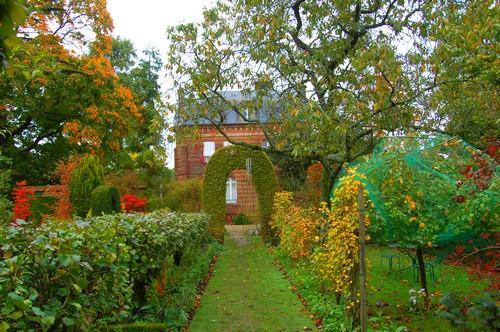 jardin floral du chateau de Digeon en automne