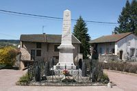 69002 - Aigueperse-Monument aux morts.jpg