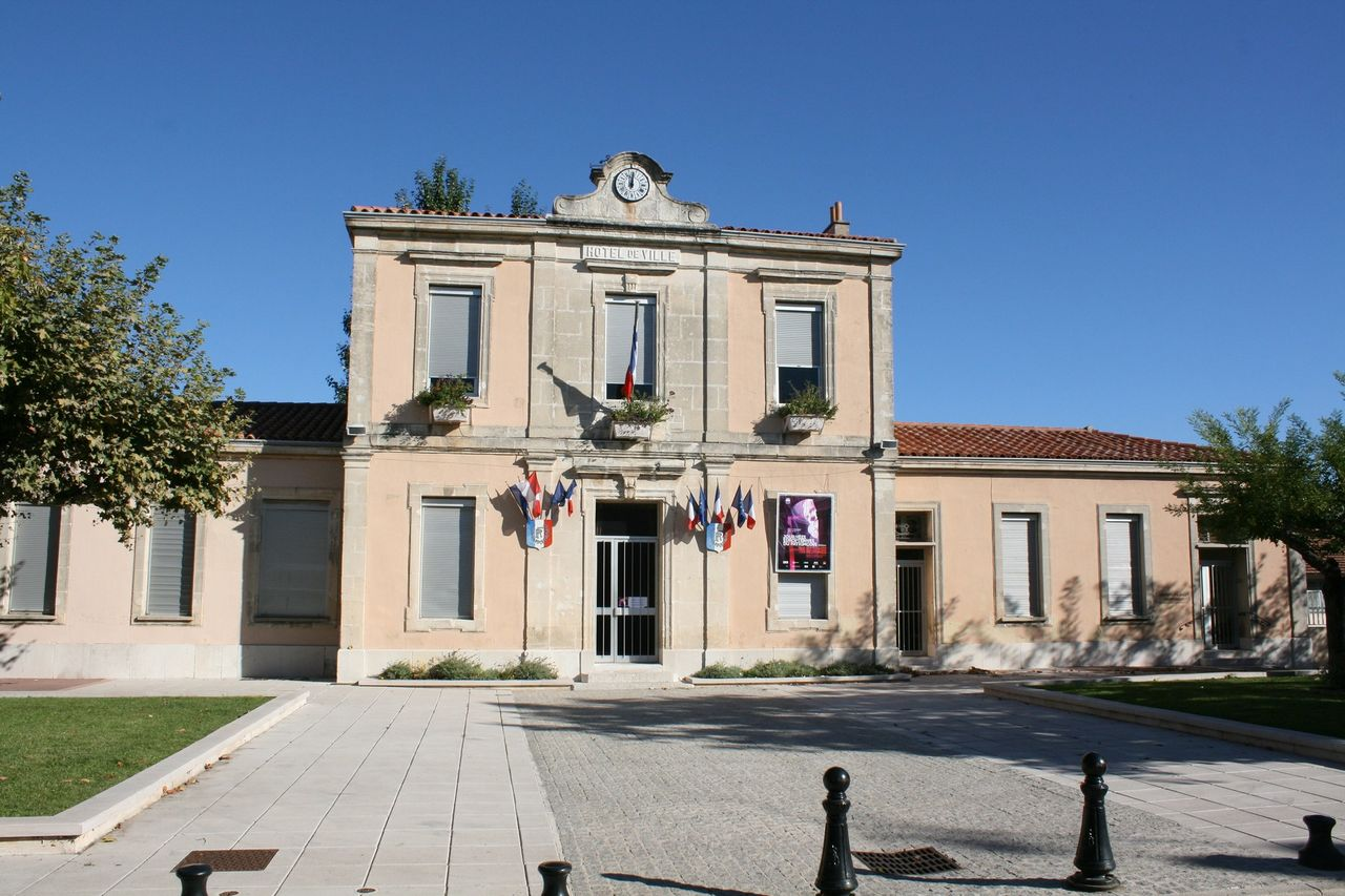 13085 - Roquefort-la-Bédoule-mairie.jpg