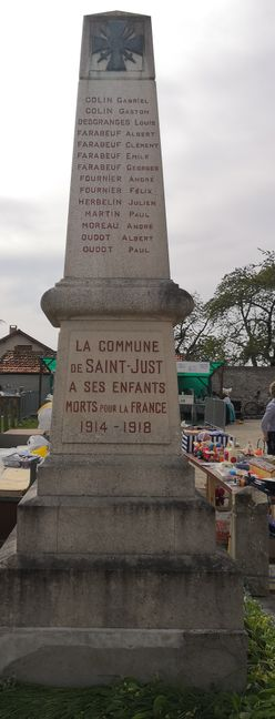 Monument aux morts de Saint-Just en Brie, photo de face