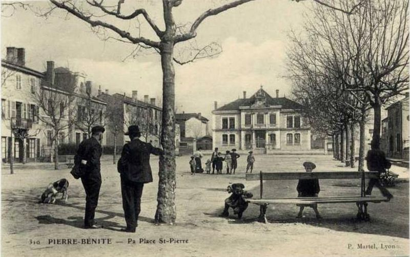 Fichier:69152 - Pierre-Bénite - Place St-Pierre.jpg