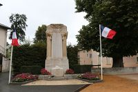 69018 - Beaujeu Monument aux Morts.JPG