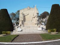 Etaples monument aux morts.jpg